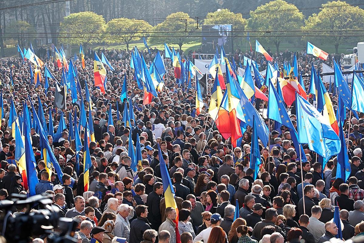 zeci-de-mii-de-basarabeni-au-cerut-unirea-cu-rom-nia-1